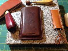 Iphone 5 cover leather comes from Tannery Masure and is 3mm handstitched with Fil au Chinois Linen thread 532