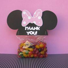 Saquinho de doces com cabeça Minnie agrafado para fechar.