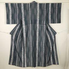 Gray komon kimono / 【小紋】グレー地 あられと花びらの市松縞柄 絽 単衣 夏物