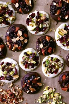 Easy chocolate bites are just the treat to make all season long, ideal for sharing with unexpected guests or indulging in by a cozy fire. Creamy white chocolate with dried cranberries and pistachio…
