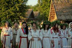 Processione in costumi tradizionali. Festa di San Giovanni 2013 a Strochitsy, vicino a Minsk. Foto: Vadim Zamirovsky, TUT.BY
