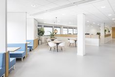 TNO Helmond – Automotive Campus by Hollandse Nieuwe - Office informal meeting space Divider, Space, Room, Furniture, Home Decor, Floor Space, Bedroom, Decoration Home, Room Decor