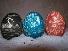 Easter eggs with traditional polish embellishment Easter In Poland, Types Of Eggs, Polish Easter, Egg Shell Art, Carved Eggs, Scratch Art, Ukrainian Easter Eggs, About Easter, Egg Designs