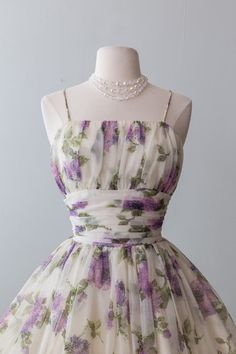 Xtabay Vintage Clothing Boutique - Portland, Oregon: Dress Archive, May 2019 Through June 2019 Floral Dress Outfits, Casual Dresses, Fashion Dresses, Vintage Dresses, Vintage Outfits, Vintage Fashion, Vintage Clothing Stores, Look Vintage, Pretty Dresses