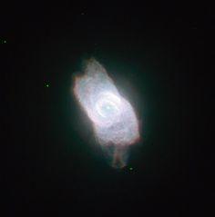 Nebulosa NGC 6572. Es una nebulosa planetaria en la constelación de Ophiuchus (el portador de serpientes). Descubierta en 1825 por el astrónomo alemán Friedrich Georg Wilhelm von Struve.
