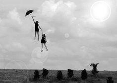 La pioggia non deve appesantirti, come la coccinella della storia. Un ombrello che ti faccia volare e ti protegga dalle gocce