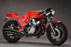 1977 MV AGUSTA MAGNI 860 This purposeful-looking beast is a one-off built by the mercurial Arturo Magni. It's an MV Agusta 750 bored out to 860cc and equipped with chain drive, a new engine cradle, and that simply beautiful exhaust system. Its pedigree is impeccable: Magni was Count Domenico Agusta's Direttore Sportivo del Reparto Corse, the head of the MV Agusta racing team.