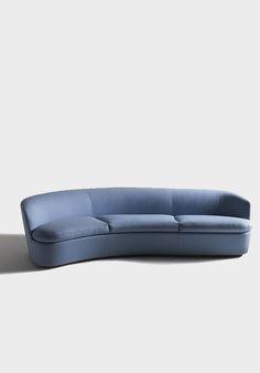 Lilac modern sofa, a not usual color for a bold decor  | bocadolobo.com | #sofa #sofasideas #modernsofa #livingroom