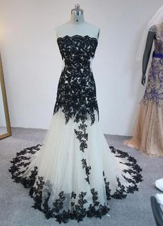 Long Prom Dresses Sleeveless Backless Floor Length Black Applqiued Tulle Prom Gowns Formal Dresses b Lace Mermaid Wedding Dress, Black Wedding Dresses, Mermaid Dresses, Bridal Dresses, Wedding Gowns, Formal Dresses, Halloween Wedding Dresses, Wedding Lace, Bridal Lace
