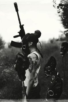 Image de black and white, dark, and gas Mad Max, Apocalypse, Fallout, Gas Mask Girl, Vikings, Natural Born Killers, Steampunk, Foto Pose, Post Apocalyptic