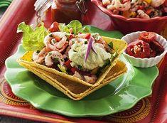 Räktacos med guacamole 4 port 1 kg räkor med skal 2 paprikor, valfri färg ½–1 röd chili 1 vitlöksklyfta ½dl hackad koriander eller persilja 2 msk tacokrydda Guacamole 2 msk...