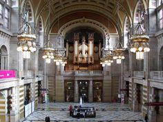 Esta é a principal sala da Galeria e Museu de Arte de Kelvingrove em Glasgow, na Escócia. Fotografia: Michael MacLennan.