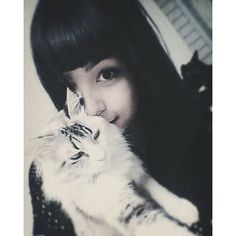 Meu amor maior ♥  #Mel ▫ ▫ ▫ ▫ ▫ ▫ ▫ ▫ ▫ ▫  #selca #selfie #longhair #seaweedgirls #omweekend #omighty #wicca #nightnighttime #nightlife #bangstyle #bangshair #like4likeback #like4like #tagsforlikes #moonphase #cute #humandoll #cutecat #catsgram #cattumblr #catsofinstagram #cats #kuroneko