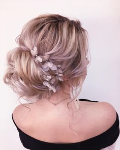 Rolled updo bride hairstyle,Textured updo hairstyle,bridal updo, messy updo hairstyles #bridehair #hairstyels #weddinghair #weddinghairstyles #updos