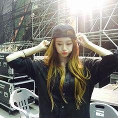 T-ara's JiYeon is so cute with her snapback on ~ T-ara World ~ 티아라
