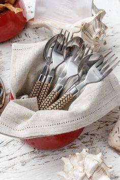 Talheres decorativos com escamas de peixe