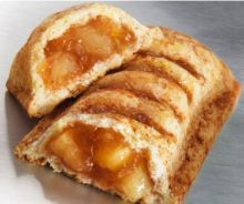 McDonald's Apple Pie Recipe - Recipes - SavingsMania This Copycat McDonald's Apple Pie Recipe is so easy and so delicious. What's better than a warm homemade apple pie? A warm homemade apple pie that you can hold in your hands! Apple Hand Pies, Mini Apple Pies, Apple Pie Bars, Apple Pie Pastry, Apple Pie Recipe Easy, Homemade Apple Pie Filling, Apple Pie Recipes, Mcdonalds Apple Pie, Mcdonalds Recipes
