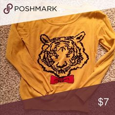 Tiger Sweater Brand: Bongo 🔸Size: Large 🔸60% Cotton / 40% Acrylic 🔸 Worn 1-2 times BONGO Sweaters Crew & Scoop Necks