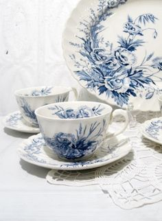 Clarice Cliff china (Love blue and white china. Always so cheerful. Blue And White China, Blue China, Vintage Dishes, Vintage China, White Dishes, Tea Service, My Tea, China Porcelain, Granada