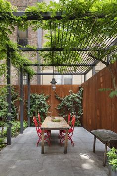 Stunning Revival of a NYC Townhouse by O'Neill Rose Architects The outdoor space is anchored by a custom steel trellis.The outdoor space is anchored by a custom steel trellis. Trellis Design, Trellis Ideas, Outdoor Pergola, Wooden Pergola, Backyard Pergola, Metal Pergola, Small Pergola, White Pergola, Deck Patio