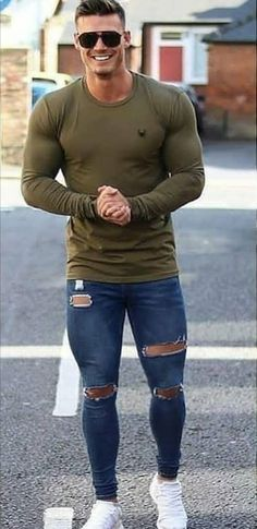 classy mens fashion that look cool. Streetwear Mode, Streetwear Fashion, Superenge Jeans, Casual Wear For Men, Casual Outfits, Fashion Outfits, Fashion Tips, Muscular Men, Mens Clothing Styles