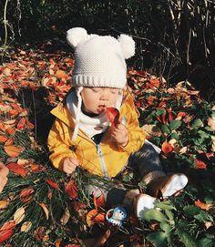WEBSTA @ mommy.sonia - Jeszcze trochę pomęczę Was tą jesienią 🐰😁 Pomocy! Potrzebuję firmę z pięknymi najlepiej handmade kartkami okolicznościowymi, mogą rownież być plakaty, tabliczki itp. Znacie ? 🙏🙏🙏😘 #hello #autumn #love #złotajesień #mutsy #spacer #baby #mom #instamama #vscocam #vsco