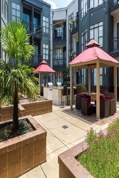 Located in the Downtown Charlotte of Charlotte, 700 m from Spectrum Center and 1 km from Epicenter, Trifecta Spacious & Beautiful Wifi Superhost offers free WiFi, a fitness centre and air conditioning.  The apartment is equipped with 2 bedrooms, a TV with cable channels and a fully equipped kitchen that provides guests with a dishwasher, a microwave, a washing machine, a fridge and an oven. Towels and bed linen are provided. Downtown Charlotte, Cable Channels, Beautiful Hotels, Free Wifi, Bed Linen, Conditioning, Spectrum, Washing Machine, North Carolina