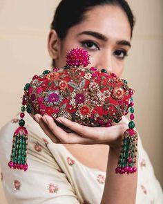 Diy Clutch, Clutch Bags, Sacs Design, Potli Bags, Wedding Bag, Wedding Clutch, Embroidery Bags, Bridal Clutch, Beaded Bags