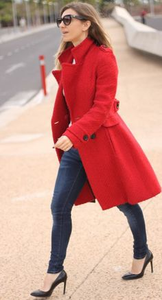 Simply Red  => Click to see what she wears