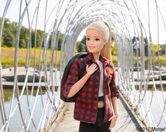 Barbie®: Enjoying a foliage-filled art walk through the grounds of Bard's College's Hessel Museum of Art. Doll Clothes Barbie, Vintage Barbie Dolls, Mattel Barbie, Barbie Life, Barbie World, Barbie Funny, Original Barbie Doll, Barbies Pics, Barbie Fashionista Dolls