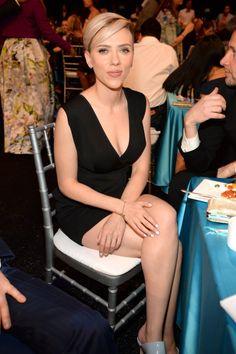 Scarlett Johansson: I don't think monogamy is natural. Scarlett Johansson says she considers monogamy unnatural. Natasha Romanoff, Beautiful Celebrities, Beautiful Actresses, Beautiful Women, Scarlett Johansson Legs, Scarlett And Jo, Actrices Hollywood, Celebrity Couples, Celebrity Portraits