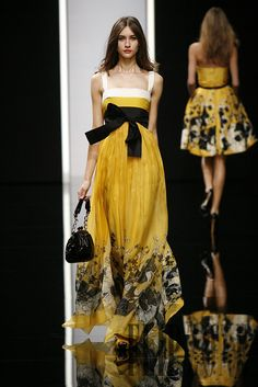 Elie Saab Spring-summer 2008 - Ready-to-Wear - http://www.flip-zone.com/fashion/ready-to-wear/fashion-houses-42/elie-saab,356