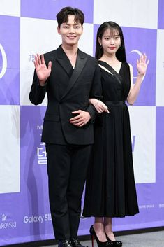 "IU & Yeo Jin Goo 190708 ""Hotel Del Luna"" Press Conference Luna Fashion, Jin Goo, Pretty Men, You're Awesome, True Beauty, Korean Actors, Kpop Girls, Kdrama, Cool Girl"
