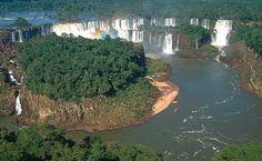 Cataratas do Iguaçu. 275 quedas d'água compõem o cenário na fronteira entre Brasil e Argentina