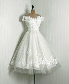1950's Priscilla of Boston White Chantilly Lace & Tulle Tea Length Wedding Dress~ STUNNING!