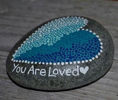 80 romantic valentine painted rocks ideas diy for girl (81)