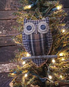 Primitive Owl Folk Art Ornie by rockriverstitches on Etsy Rustic Crafts, Primitive Crafts, Primitive Christmas, Woodland Christmas, Christmas Ideas, Owl Ornament, Xmas Ornaments, Fabric Crafts, Sewing Crafts