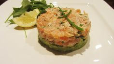 Salmon tartare with avocado My Favorite Food, Favorite Recipes, Salmon Tartare, Healthy Cooking, Healthy Recipes, Good Food, Yummy Food, Xmas Dinner, Snacks Für Party