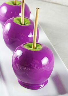 to Make Purple Candy Apples How to Make Purple Candy Apples, not my favorite flavor but I think the family would love it.How to Make Purple Candy Apples, not my favorite flavor but I think the family would love it. Halloween Fruit, Halloween Punch, Halloween Food For Party, Holidays Halloween, Halloween Treats, Halloween Cupcakes, Purple Halloween, Spirit Halloween, Easy Halloween