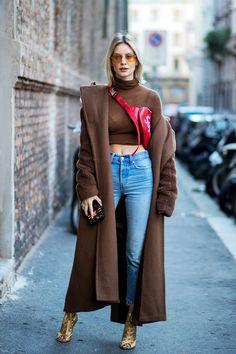 Top 10 Best Fanny Packs of 2019 - Buy lehenga choli online Hypebeast Outfit, Hypebeast Women, Womens Fashion Online, Latest Fashion For Women, Dope Fashion, Fashion News, Fall Fashion, Designer Fanny Pack, Lehenga Choli Online