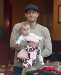 what's cuter than daddy and daughter, really? David Boreanaz and Ali Hartman David Boreanaz, Bones Tv Series, Bones Tv Show, Booth And Bones, Booth And Brennan, Neil Patrick Harris, Movie Songs, Alyson Hannigan, Buffy The Vampire Slayer