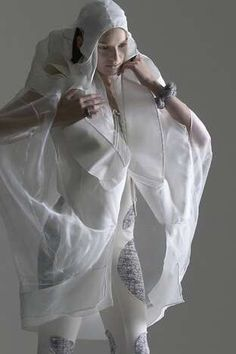 Transparent Futuristic Fashion - Anna Holvik Gets Inspiration from Science Fiction (GALLERY) Space Fashion, 3d Fashion, Fetish Fashion, High Fashion, Fashion Design, Cyberpunk Fashion, Future Fashion, Clothing Patterns, Sewing Patterns