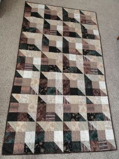 Shaded Nine Patch - Wendy Bain made it in a Billie Lauder workshop - incredibly simple and effective. Mmhhh looks like a chocolate bar Quilting Tutorials, Quilting Projects, Quilting Designs, Optical Illusion Quilts, Nine Patch Quilt, Man Quilt, Scrappy Quilts, 3d Quilts, Square Quilt