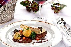 Der Herbst bringt einige kulinarische Highlights mit sich:  Rostbraten vom Hirsch mit Sellerie, Pilzen Brokkoli und Butterknödel - von Werner Pichlmaier  http://www.starcookers.at/de/nc/rezepte/rezepte-a-z/display_type/details/recipe_uid/1308.html
