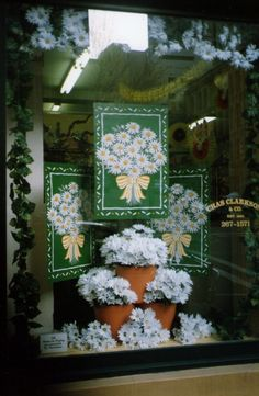 My Own Display Work: Fresh for Spring - Spring Display. Florist Window Display, Shop Window Displays, Display Windows, Flower Arrangement Designs, Flower Arrangements, Selling Crafts Online, Window Design, Crafts To Sell, Window Ideas