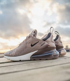 Shopping For Men's Sneakers. Looking for more info on sneakers? Then click through here for extra info. Cute Shoes, Me Too Shoes, Men's Shoes, Shoe Boots, Shoes Sneakers, Ladies Sneakers, Sneakers Design, Souliers Nike, Ar Max