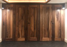 This solid wood horizontal folding door is the perfect blend between classic and modern.