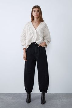 High-waist jeans featuring a five-pocket design, decorative front pleats, a zip fly and top button fastening.HEIGHT OF MODEL: 177 cm. Outfit Jeans, Slouchy Outfit, Jeans Outfit Winter, Slouchy Pants, Jean Outfits, Winter Outfits, Casual Outfits, Fashion Outfits, Pantalon Slouchy