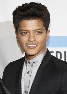 bruno mars   Bruno Mars Picture 74 - 2011 American Music Awards - Press Room