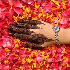 25 Most Beautiful Mehndi Designs For Engagement in 2018 Kashee's Mehndi Designs, Floral Henna Designs, Mehndi Designs For Girls, Mehndi Designs For Beginners, Mehndi Designs For Fingers, Mehndi Design Photos, Wedding Mehndi Designs, Beautiful Mehndi Design, Mehndi Images